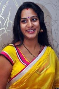 tamil-girl-surekha-vani-sexy-look-12_650